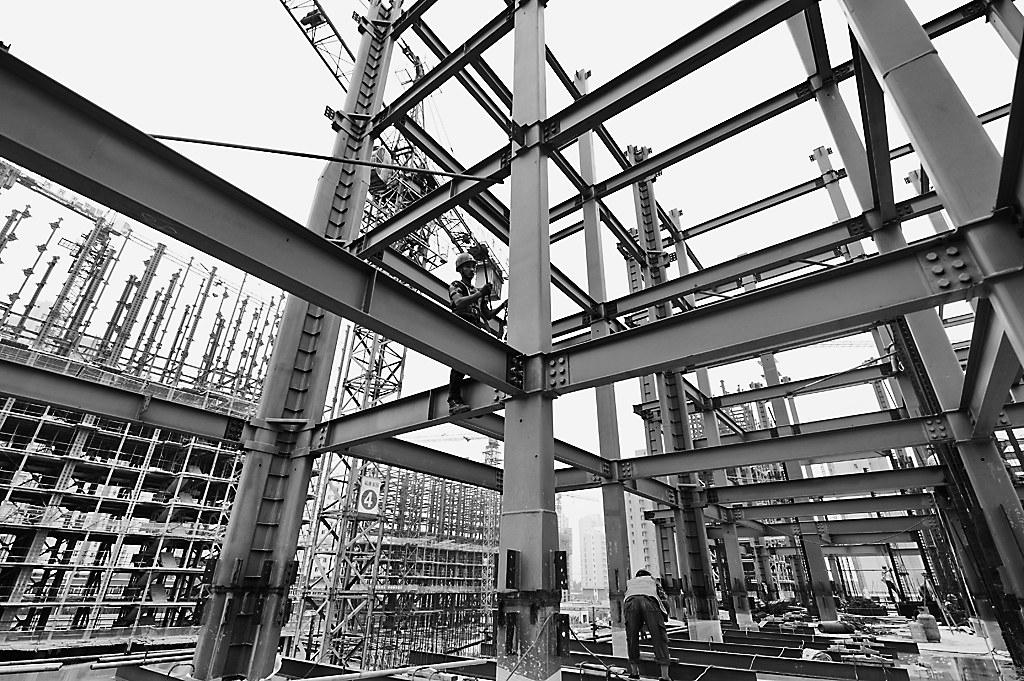 据了解,该项目采用钢结构为骨架配合多种复合材料的轻型墙体拼装