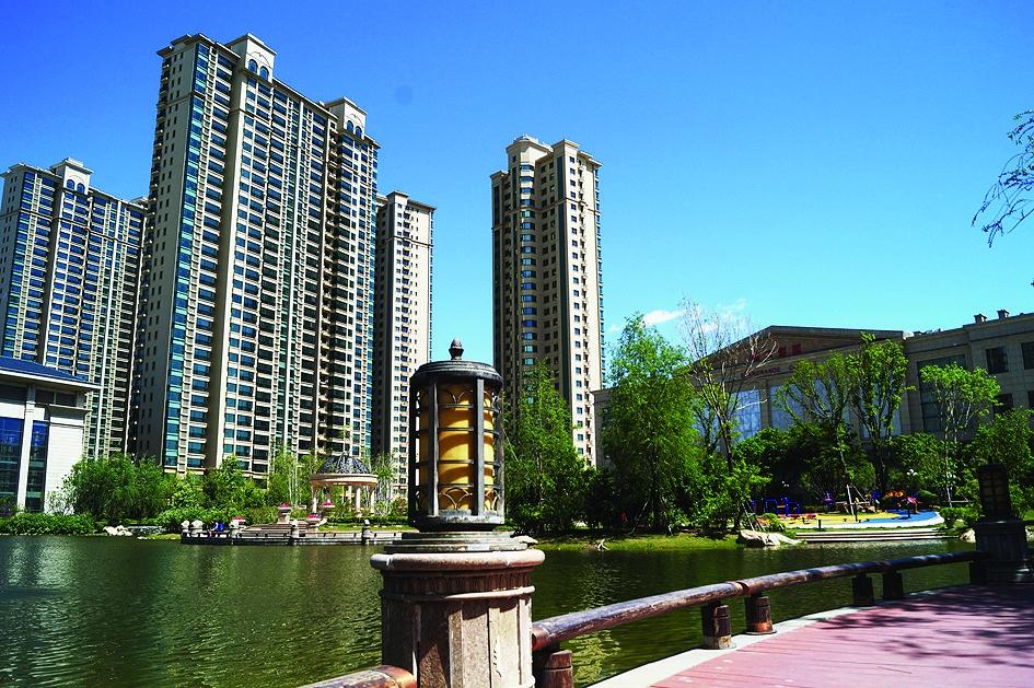 """刚买完房的李先生说:""""选恒大绿洲主要是因为这里的房子品质高,价格"""