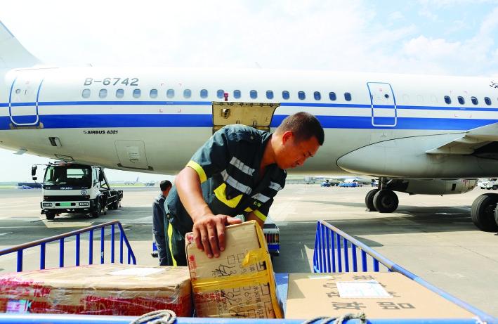飞机上行李架怎么用