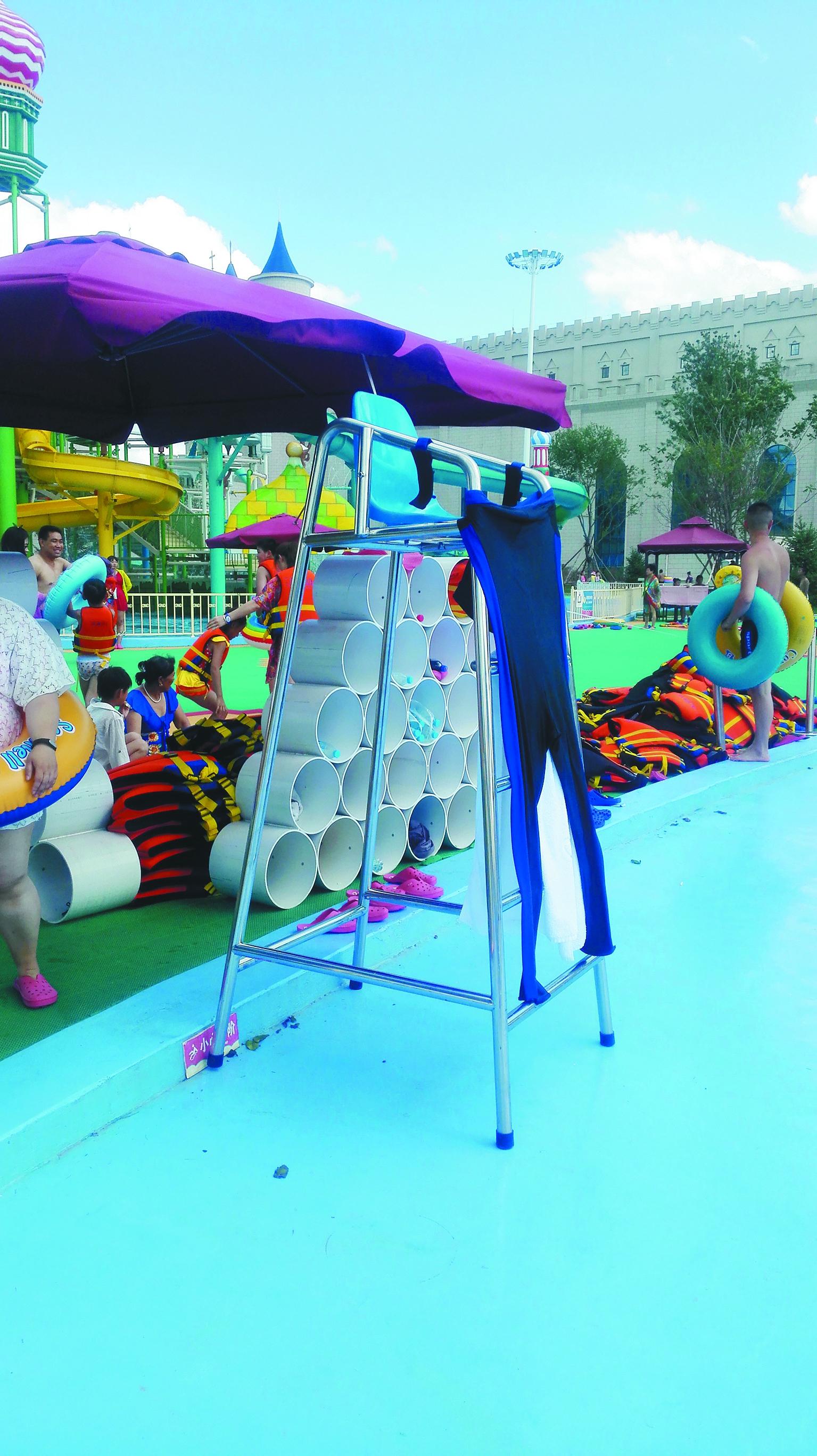 哈尔滨美丽岛温泉水世界存多处安全隐患 救生员了望椅上无人守