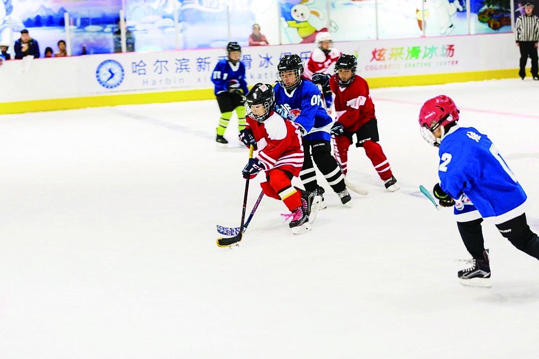 哈尔滨南岗区中小学生冰球赛开赛